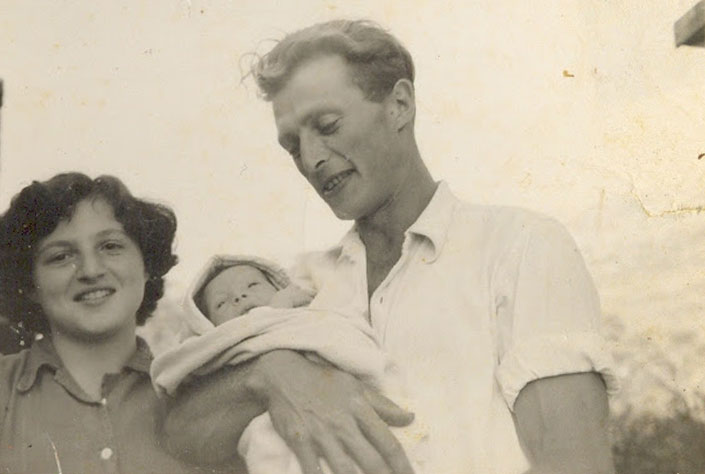 Chanan Leshem mit seiner zweiten Ehefrau Chava und seinem ältesten Sohn Yoram, 1952_705
